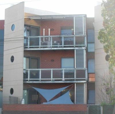 blue_shade_sails_apartment_port_melbourne_h395