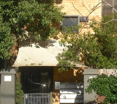 grey_street_st_kilda_apartments_entrance_shade_sail_4aae5ccf81069